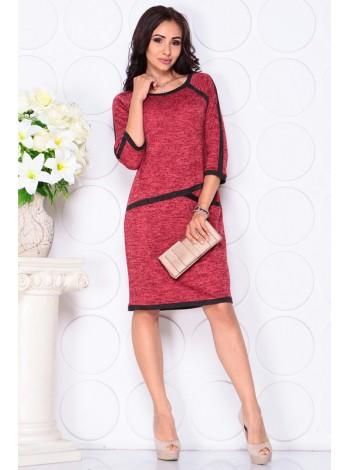 Платье полуприлегающего силуэта в красном  цвете