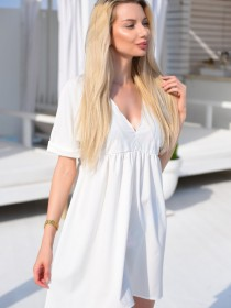 Белое платье свободного кроя