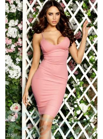 Платье на тонких бретелях персик